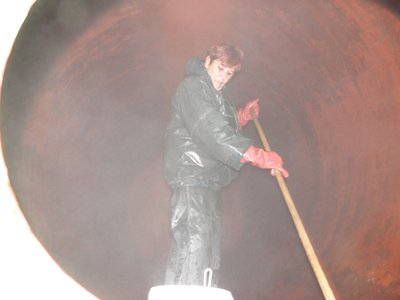 Worker cleaning out vat, Eggenburg Brewery