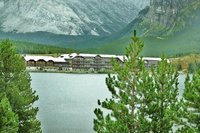 Many_Glacier_lodge__3_.jpg