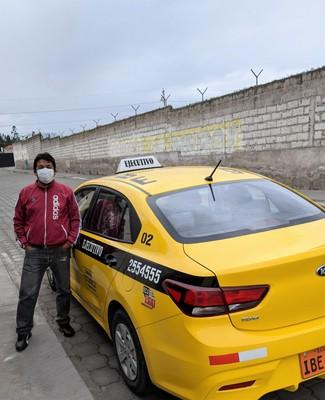 Fernando y el taxi vermillo grande