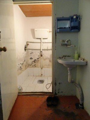 Bathroom in Lahic 5-23-2013 9-19-16 PM