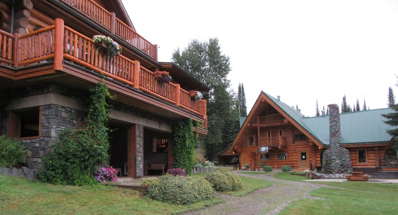 4 Small Lodges on the Property