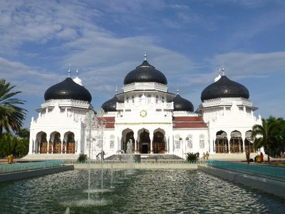 Baitulrahman mosque withstood the onslaught of tsunami due to it's architectural design.