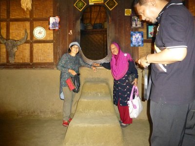 Inside Sasak Traditional house, Rambitan 081213 (25)