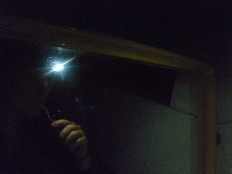 Tandenpoetsen bij headlight.
