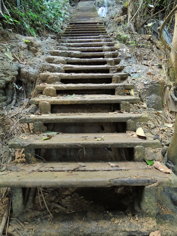 The way to the top of the Kuang Si waterfall