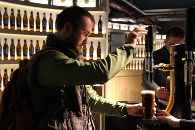 Rein nervously pouring Guinness @Guinness Acadamy