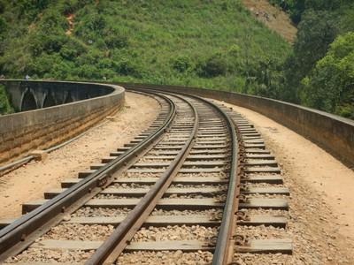 Train Track on the 9 Arches Bridge