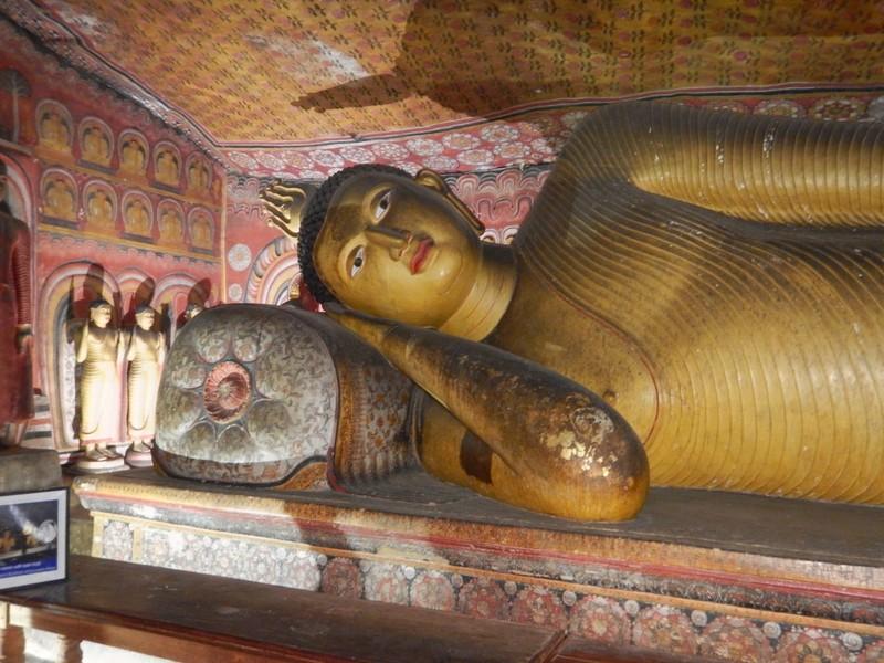 Reclining Buddha Cave 1 Dambulla