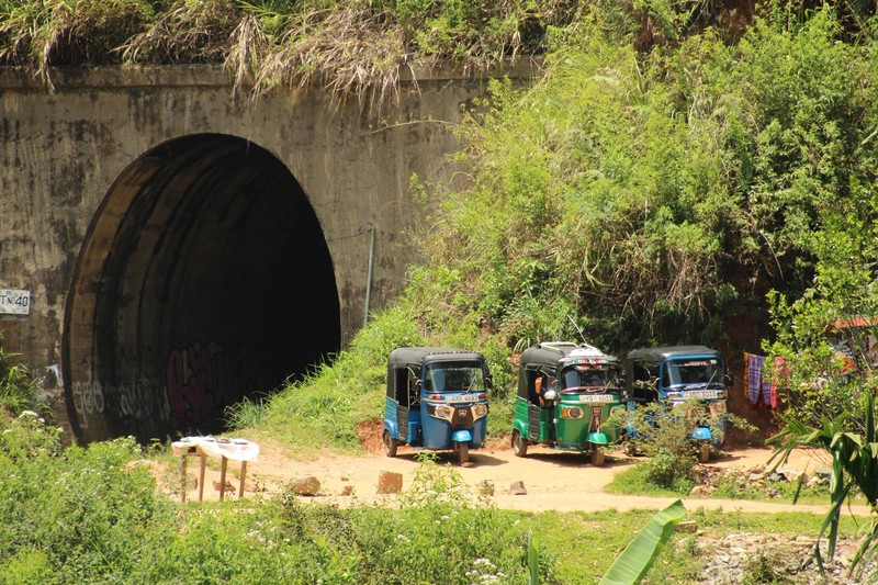 Tuk tuks by the tunnel