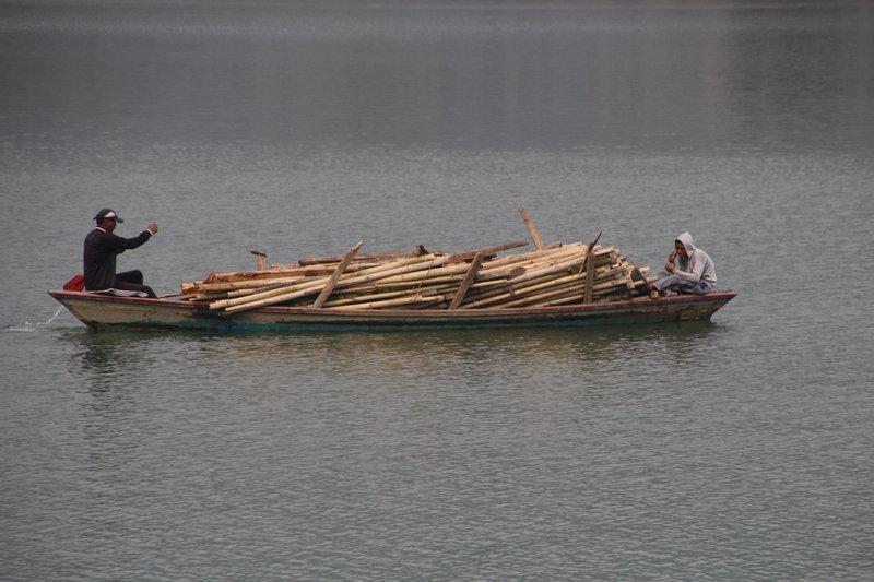 Overladen boat