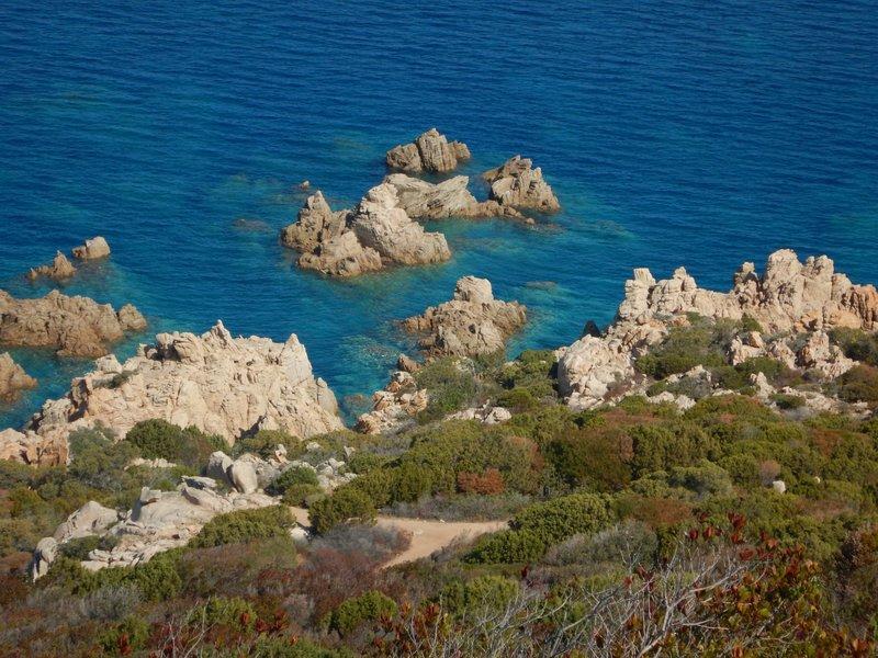 The walk to Tinnari beach