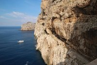 Long walk down to Grotta di Nettuno