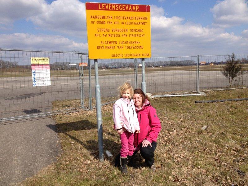 Mama en Melissa bij Teuge Airport