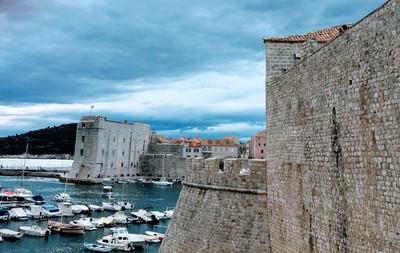 Dubrovnikcitywalls.JPG