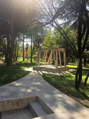 Tiranaparksculpture.JPG
