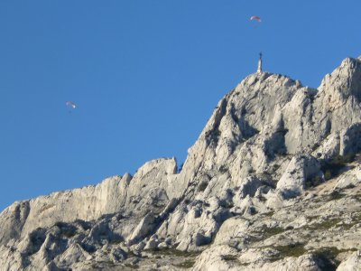 Montagne Sainte Victoire: Paragliders over the Summit