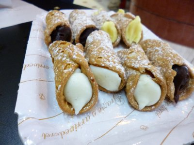 Floridia: Cannoli--a gift from the Cafe/Bar we ate at