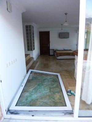 Kas - the broken door in the villa