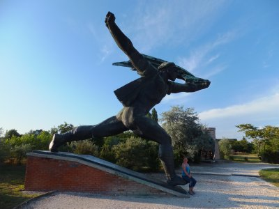 Memento Park: typical proletariat statue