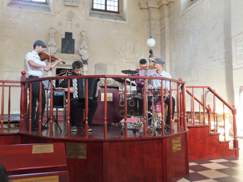 Tempero at the Isaac Synagouge