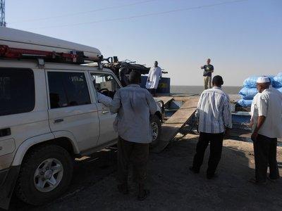 Sudan--Auto oprit op de vrachtboot