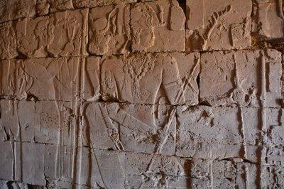 Sudan--In een van de pyramides van meroe