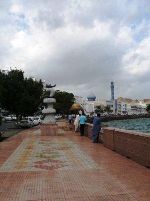Muscat_harbor_walkway.jpg