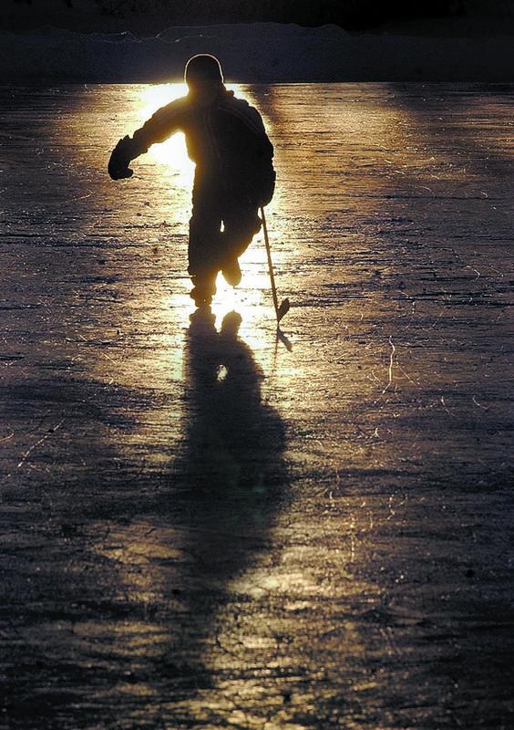 Pond hockey silhouette