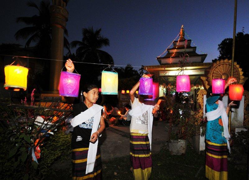 devotees at nam phake-10