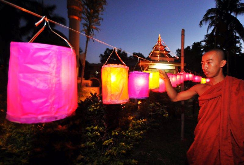 devotees at nam phake-8