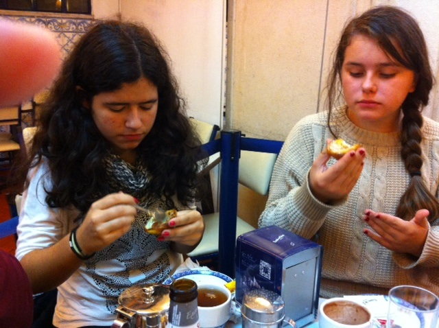 How do you eat a custard tart