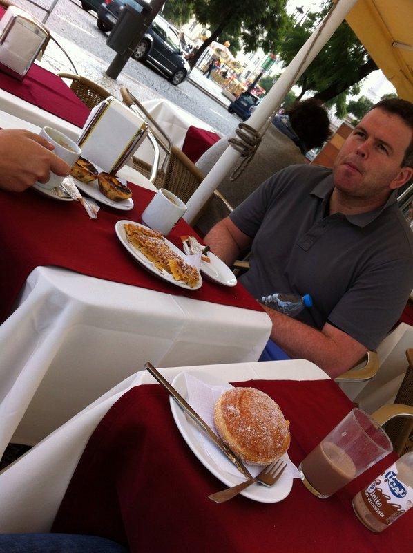 Kim at second breakfast in lisbon