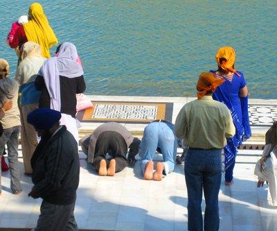 Sikh_worsh.._temple.jpg