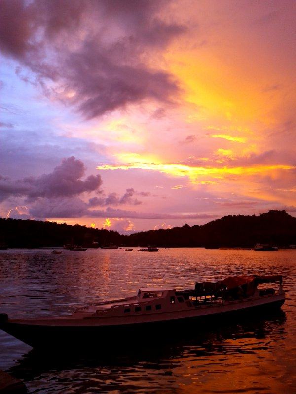 ship,sea, sky and sunset
