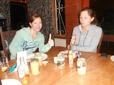 Kaiserschmarrn Essen: Inna und Maria