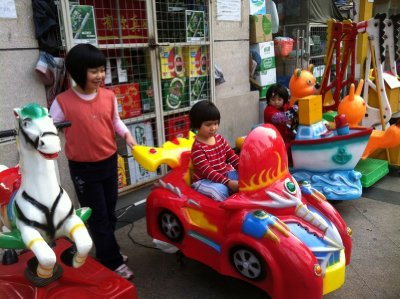 """Ellie """"driving"""" when Xinxin looks on"""