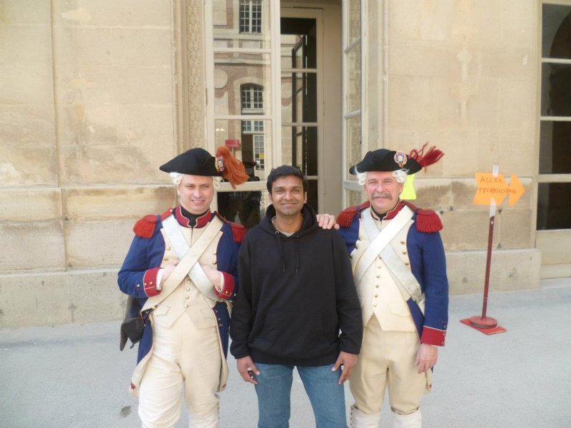 In France with guards at Palais du Verailles!