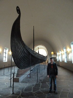 Me standing by the Oseberg ship at the Vikingskipshuset