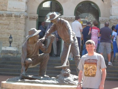Me by the statue of a couple of gold prospectors outside Perth Mint