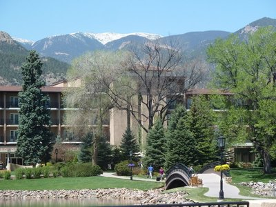 The view of mountains above the Broadmoor Hotel