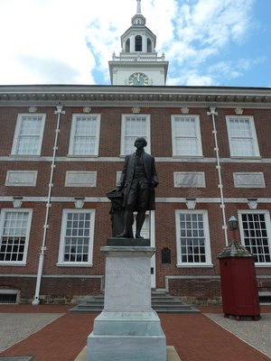 Washington's Statue outside Independence Hall