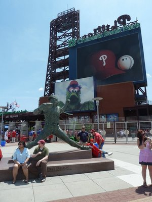 Steve Carlton's statue outside the Left Field Gate Entrance... with Phillie Phanatic making his first appearance on the screen behind him!