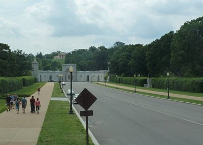 Memorial Avenue leading up to the Arlington National Cemetery