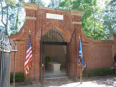 George Washington's Tomb at Mount Vernon