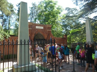 Crowds gathered around George Washington's Tomb