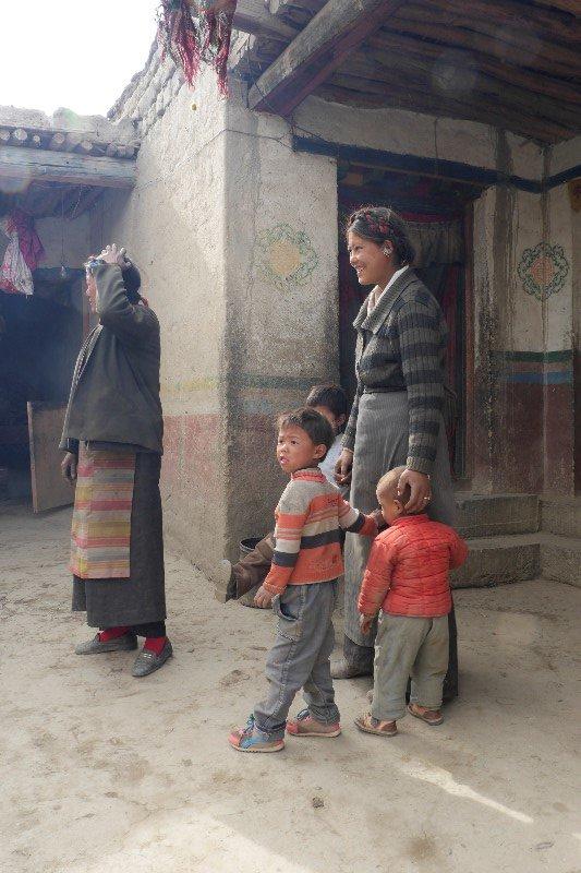 Farmer family (between Shegatse and Gyantse, Tibet)