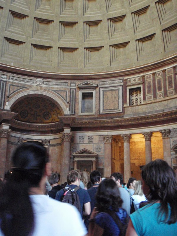 The crowd pushes into the Pantheon