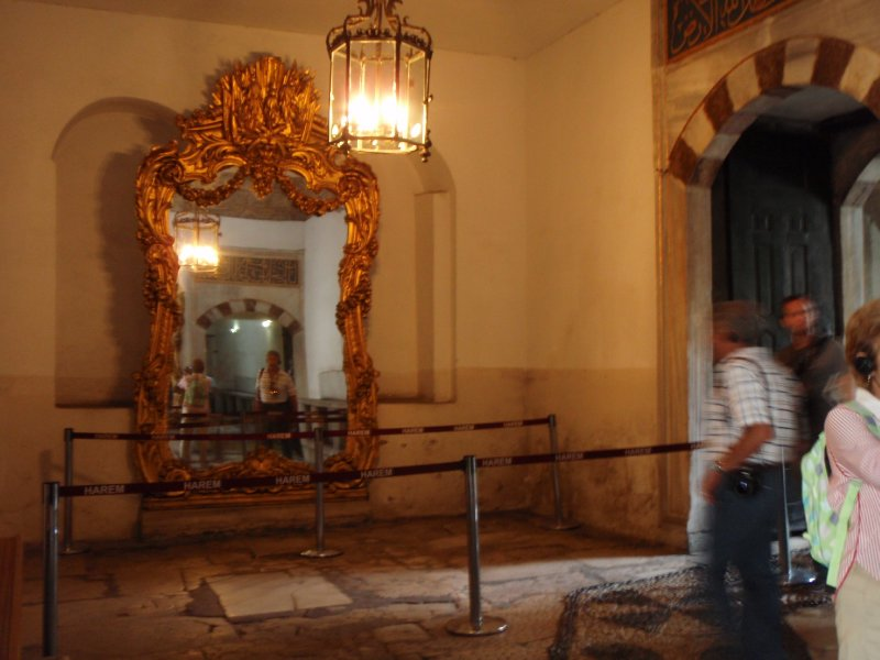 Strategically placed mirrors alert the Sultan to assassins, unwelcome guests, and tourists.