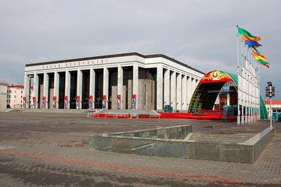 Minsk: October Square