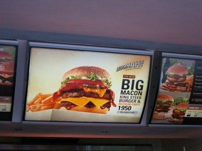 Macon and cheese burger